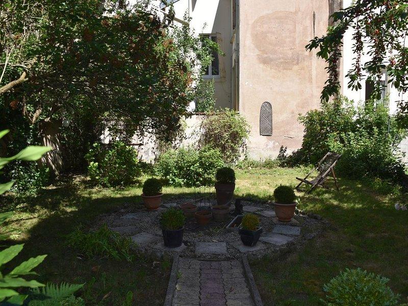 LE LILAS DU FAUBOURG POUR 4 PERSONNES QUARTIER TRES CALME, holiday rental in Maxeville