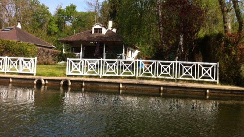 Au bord du Loing proche de Fontainebleau, vacation rental in Vernou-la-Celle-sur-Seine