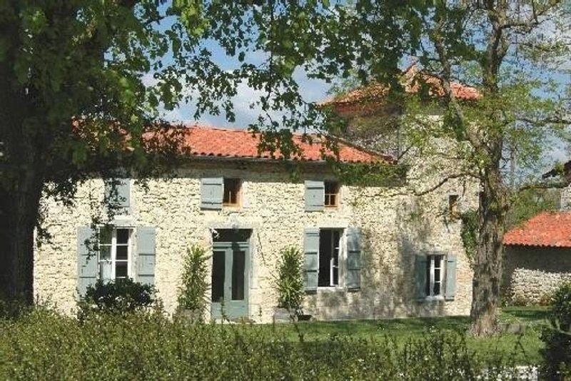 Gite de charme entre Lectoure et Fleurance- Gers-Lomagne, vacation rental in Gers