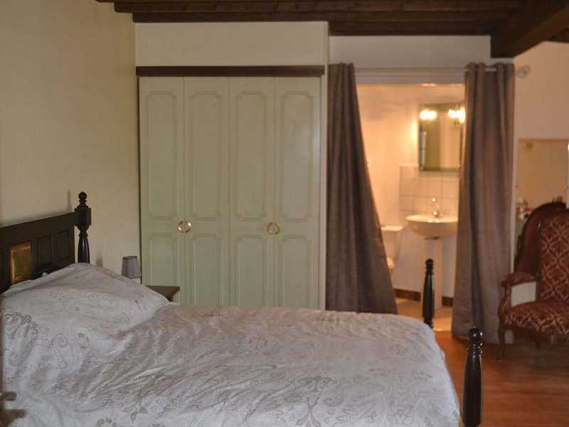 Chambre    La   Tour, vacation rental in Puy-Saint-Martin