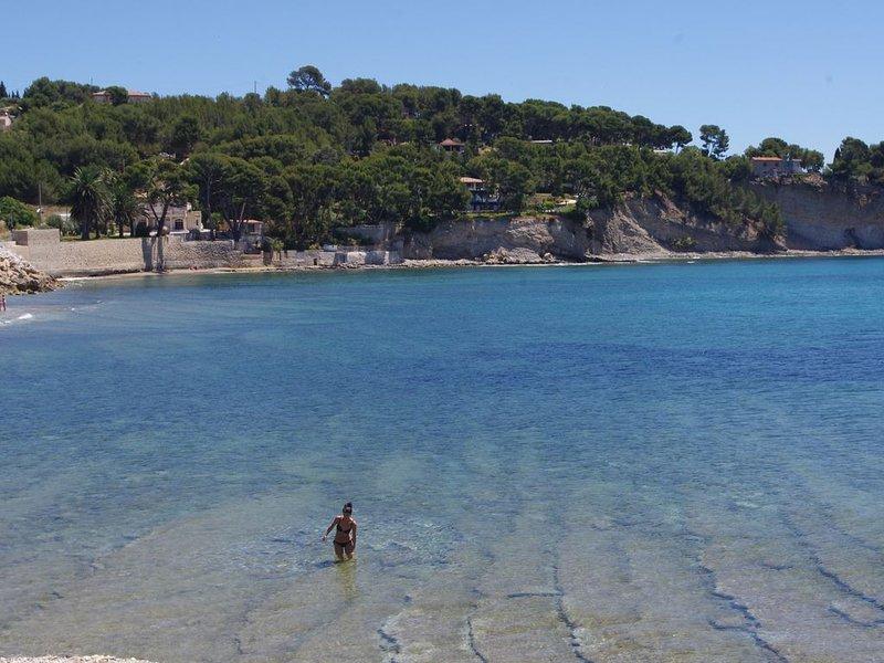 T2 Rez de Villa sur jardin à 100 mètres de la mer (parking)- St-Jean-Fontsainte, location de vacances à La Ciotat
