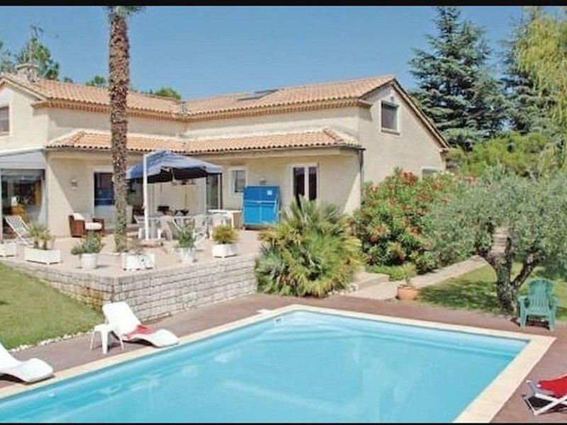 Belle et grande villa de charme dans la campagne paisible Ardéchoise, vacation rental in St Just d'Ardeche