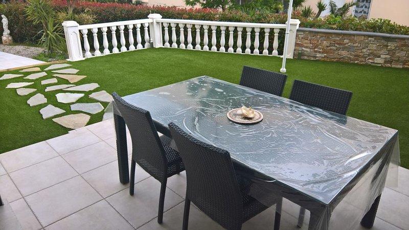 Magnifique appartement de 100 m² avec jardin privé de 200 m², aluguéis de temporada em Toulon