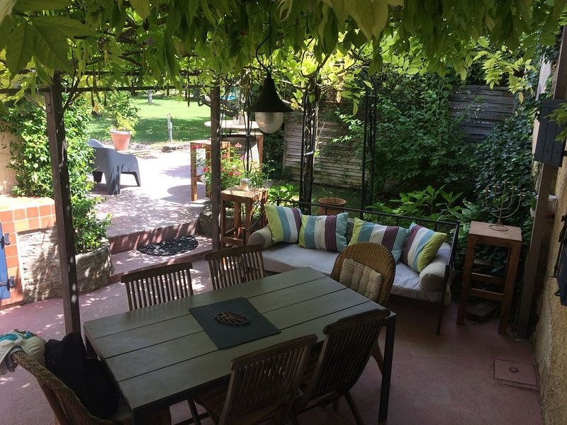 Maison de village dans le luberon avec piscine privée, holiday rental in Coustellet