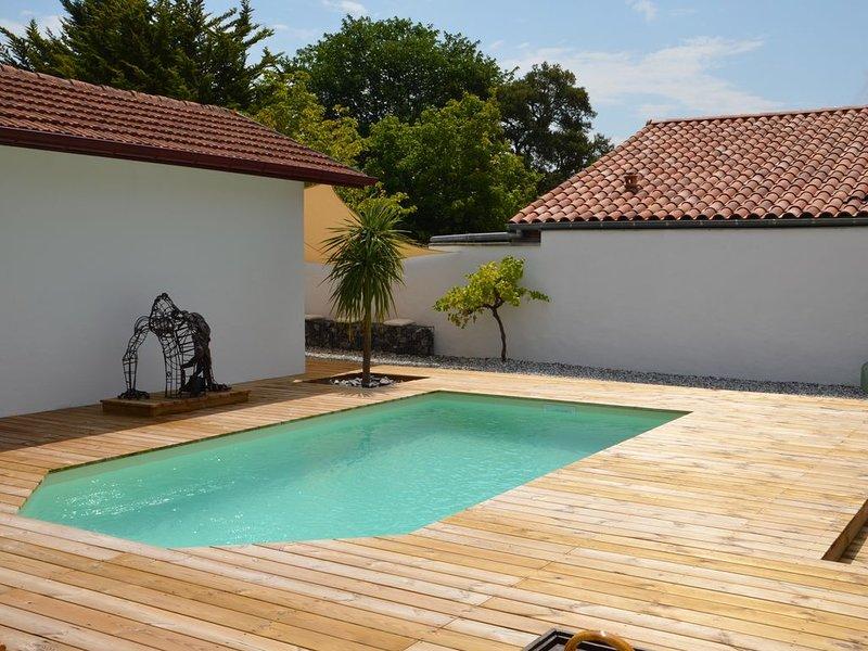 Jolie Maison typique Basco-Landaise avec piscine privée, vacation rental in Capbreton