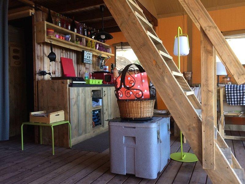 Tente luxueuse avec accès direct à la mer en pleine nature sauvegardée, holiday rental in Coti-Chiavari