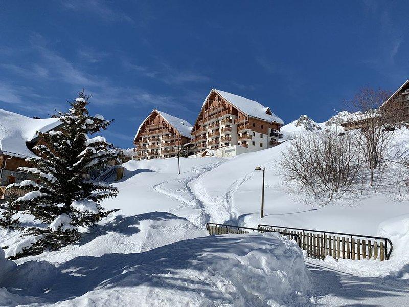 Appartement 6 pers. tout confort avec une vue panoramique sur le domaine skiable, location de vacances à Saint-Etienne-de-Cuines