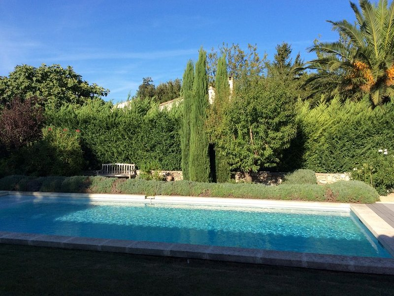 Mas provençal avec piscine, pool house et terrain de boules, holiday rental in Mouries