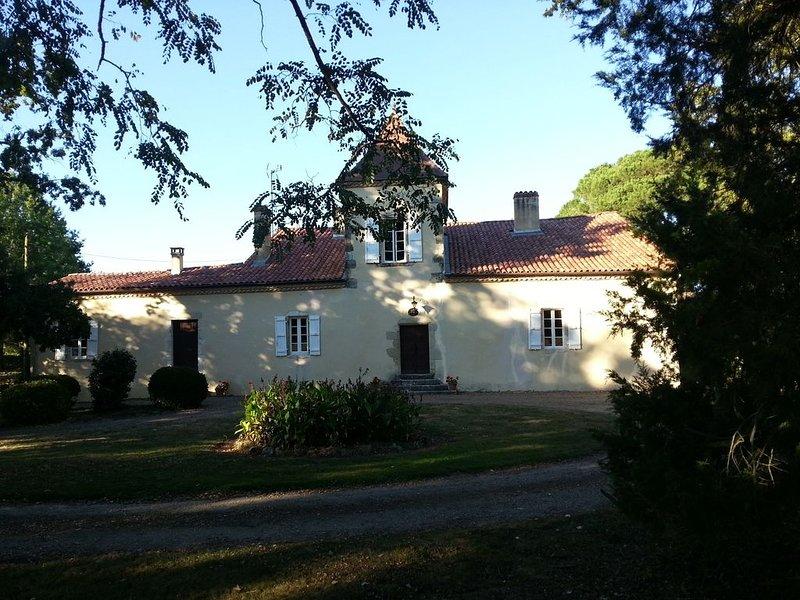 Maison de Maître dans parc arboré avec piscine, location de vacances à Eugenie Les Bains
