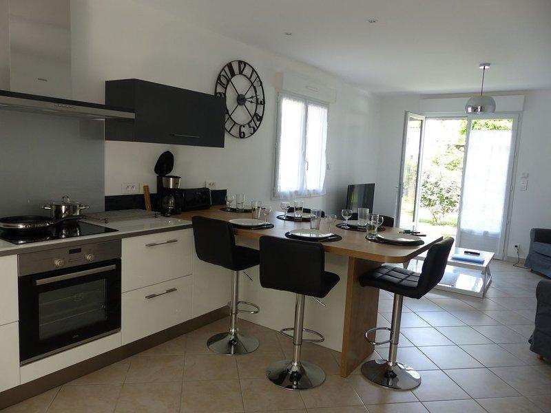 Location de vacances, maison avec jardin, 6 pers, centre village, holiday rental in Audenge