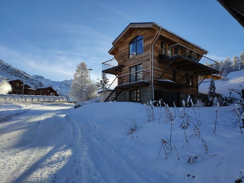 Luxueux Chalet 4*, skis aux pieds, Tignes Val d'Isère, 5 chambres 14pers, holiday rental in Tignes