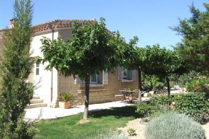 Location à Caromb - Ventoux , maison idéalement située, piscine à partager, vacation rental in Caromb