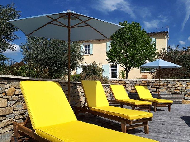 Villa Blachère - Maison avec spa et grand jardin, location de vacances à Villeneuve-de-Berg