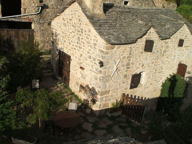 Maison de caractère 3 clés, vue exceptionnelle sur Gorges de la Dourbie, aluguéis de temporada em La Roque-Sainte-Marguerite
