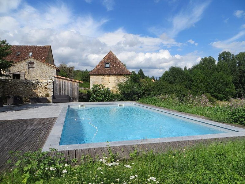 Authentique Tour avec piscine, Périgord, Dordogne., holiday rental in Liorac-sur-Louyre