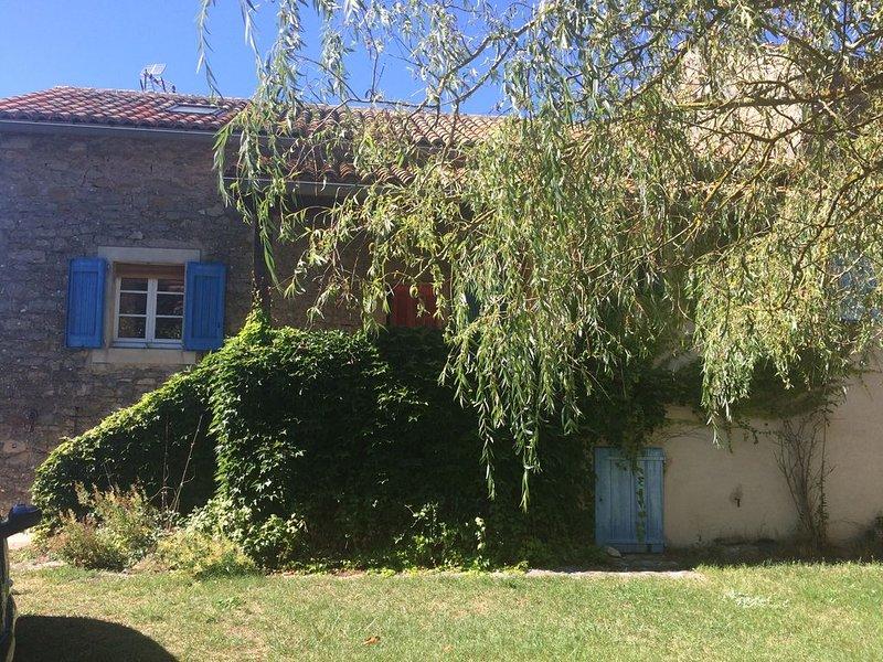 Maison de campagne Sainte Eulalie de cernon 6 à 7 pers, holiday rental in Saint-Jean d'Alcas