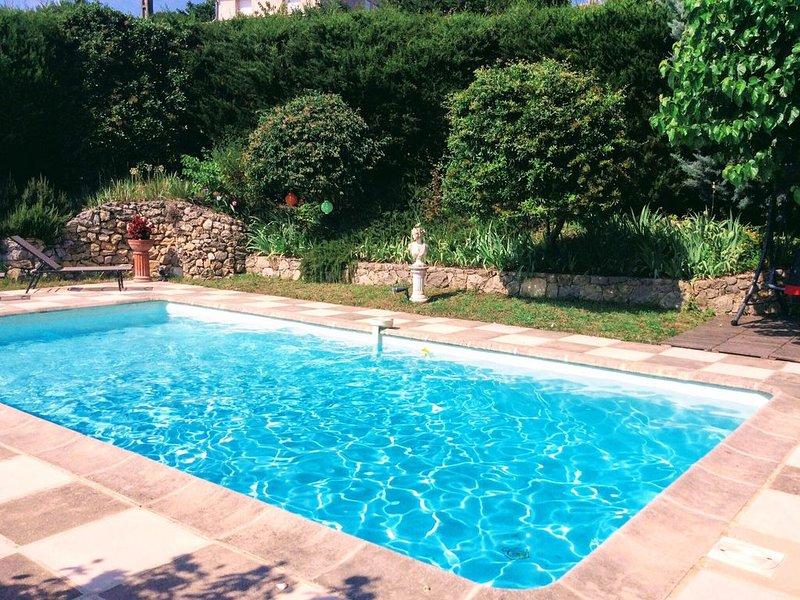 VILLA  3 CHAMBRES AVEC PISCINE PROCHE VILLAGE, vacation rental in Fayence