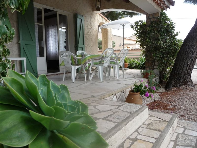 Villa indépendante au calme, holiday rental in Carry-le-Rouet