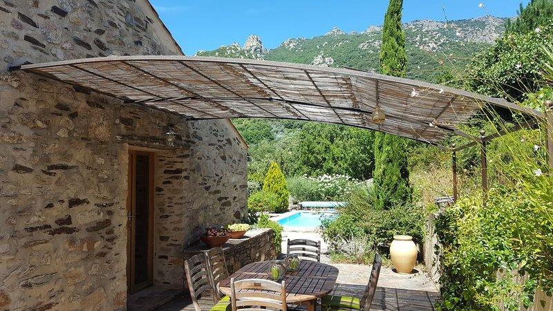 Les Serres de Rousselou (Belle vue & piscine chauffée), holiday rental in Vieussan