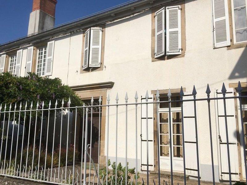 BELLE DEMEURE 16EME S. AU COEUR HISTORIQUE : ALBI, CORDES, RODEZ, GORGES DU TARN, holiday rental in Rullac-Saint-Cirq
