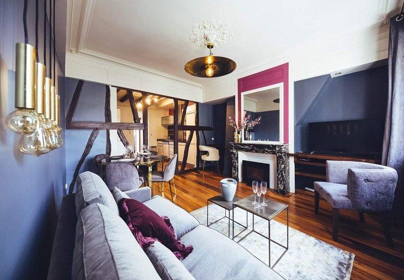 Appartement luxe centre ville avec cour, location de vacances à Isneauville