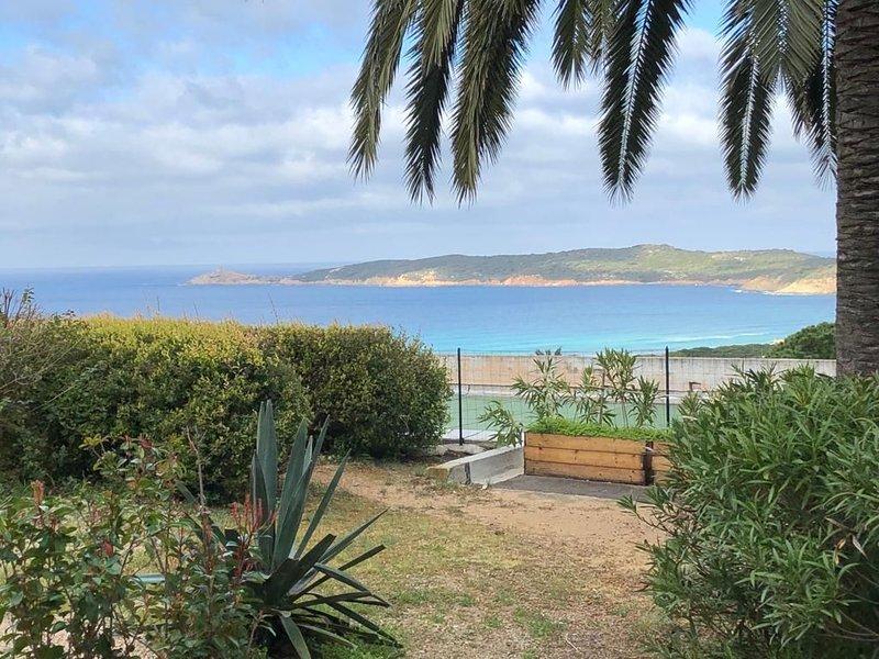 Appt 4 pers vue mer, piscine, plage à pied, location de vacances à Cargese