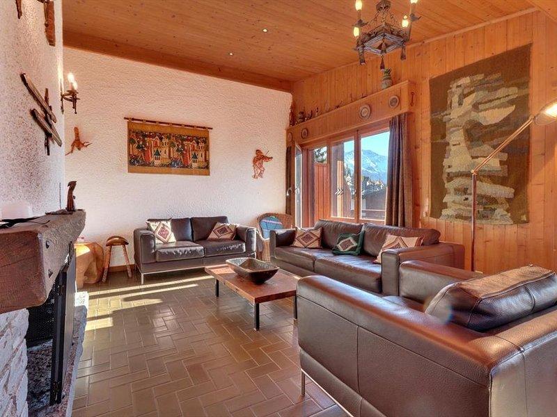 Sympathique appartement de 4 pièces situé aux combles d'un immeuble dans la régi, vacation rental in Bagnes