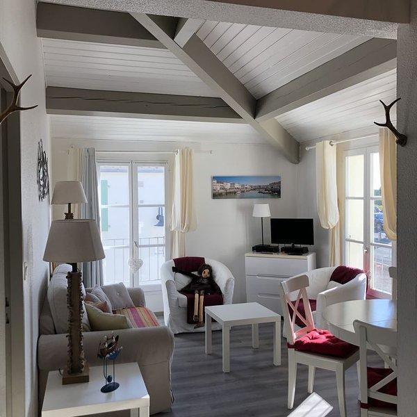 Apt. avec parking et piscine, (39 sq.M.) 1 Chambre pour 5, centre de St Martin, location de vacances à Saint-Martin-de-Ré