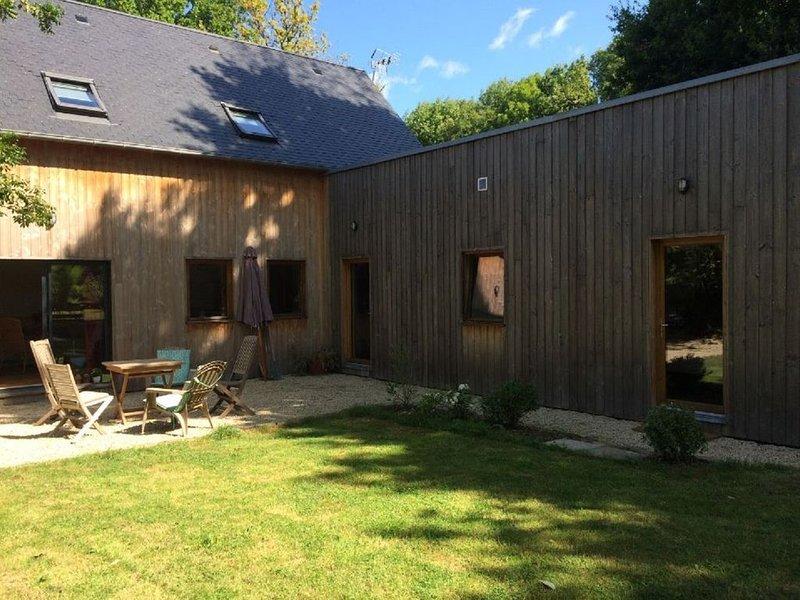 Maison bois bord de Rance, holiday rental in La Vicomte-sur-Rance