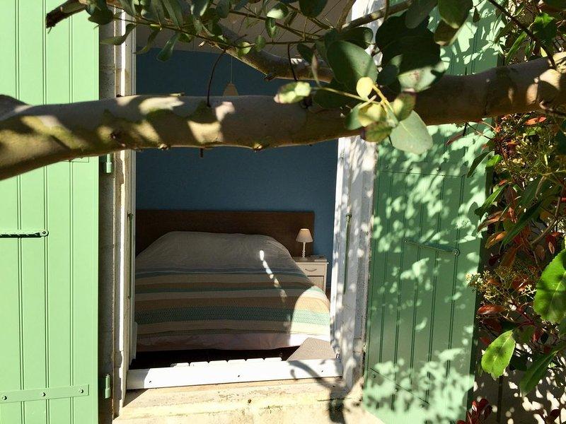 Maison de charme proximité immédiate plage, village typique Domino, vakantiewoning in Saint-Georges d'Oléron