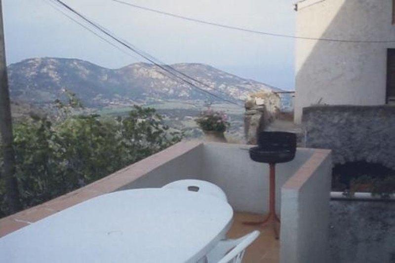 Maison de caractère, avec les plafonds voûtés dans la tradition ancestrale, holiday rental in Cateri