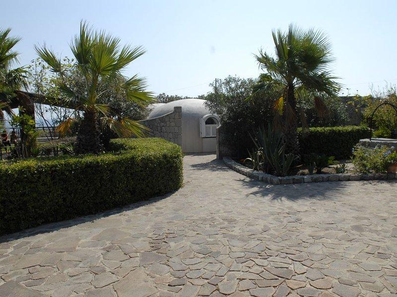 Villa sebastian - jolie villa calme surplombant la mer- vue exceptionnelle- WIFI, holiday rental in Plemmirio
