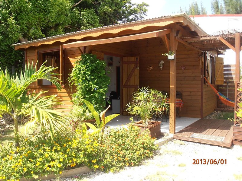 Bungalow Créole Sainte Anne Guadeloupe, holiday rental in Sainte-Anne