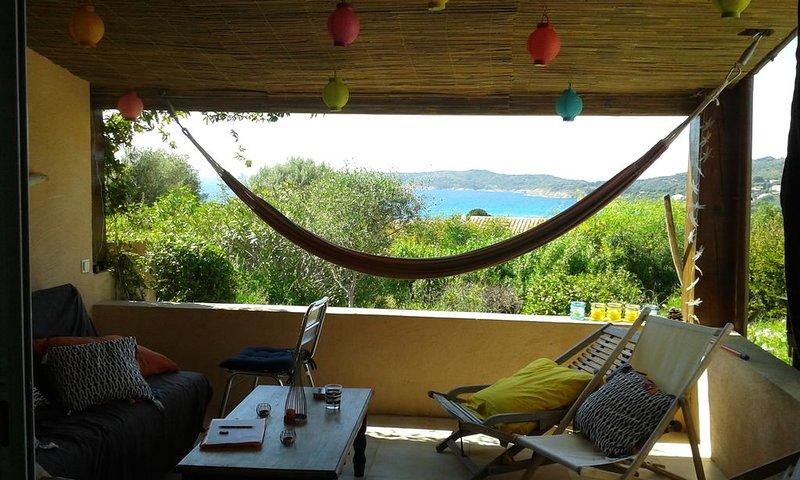 maison vue mer à 10 mn à pied de la plage du Péro dans une résidence calme, location de vacances à Cargese