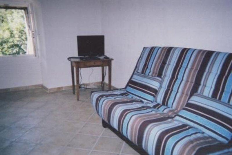 Gîte Dans Maison Isolée Pour Du Repos, VTT, Randonnée..., holiday rental in Saint-Roman