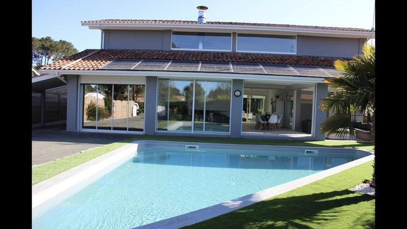 la villa du bassin 200m2 piscine / spa, holiday rental in Andernos-les-Bains