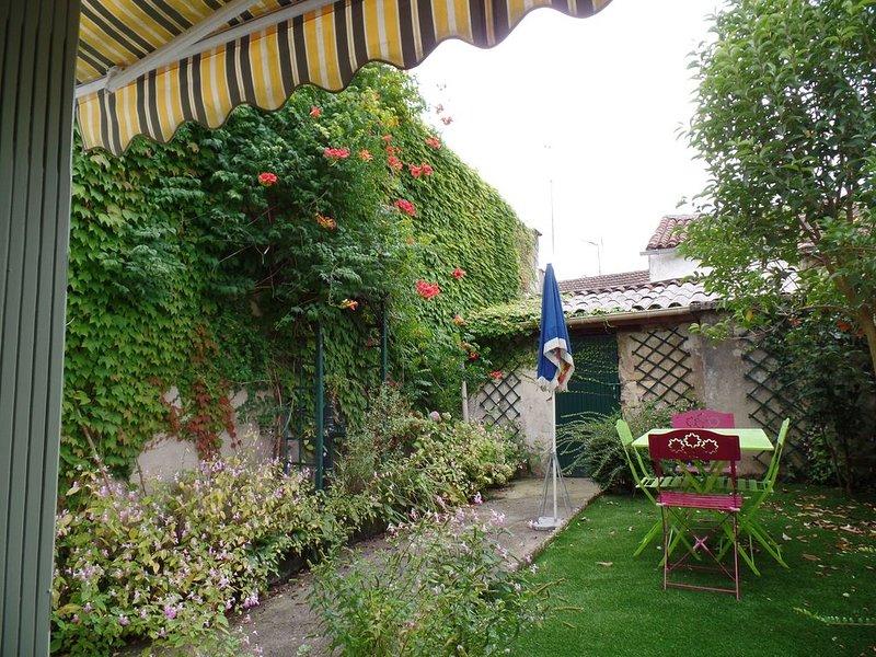 Maison avec jardin sans vis à vis dans Bergerac au calme, location de vacances à Lembras