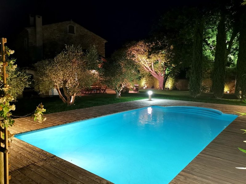 Mas Provençal dans la campagne axoise, holiday rental in Pelissanne