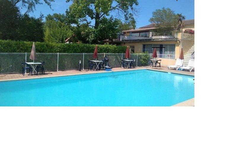 apparthôtel à la campagne avec piscine gorges de l'Ardèche, holiday rental in Saint-Alban-Auriolles