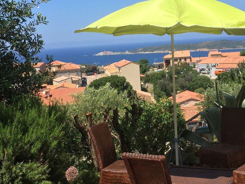 STUDIO en jardin dans 1   Villa vue Mer & village Animaux admis, location de vacances à Cargese