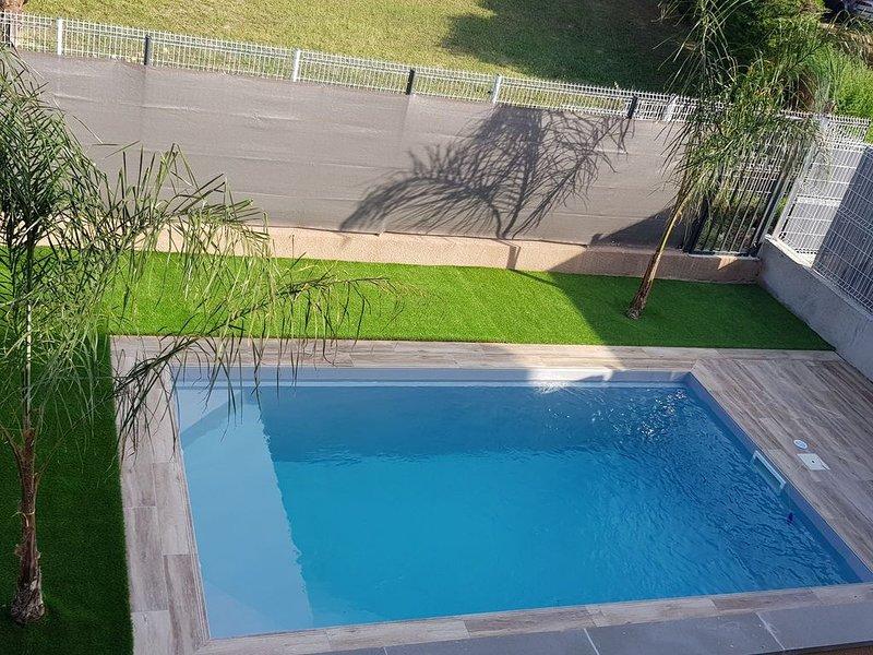 Maison  tout confort   NEUVE   4 chambres  standing   avec piscine, location de vacances à Saint-Cyprien