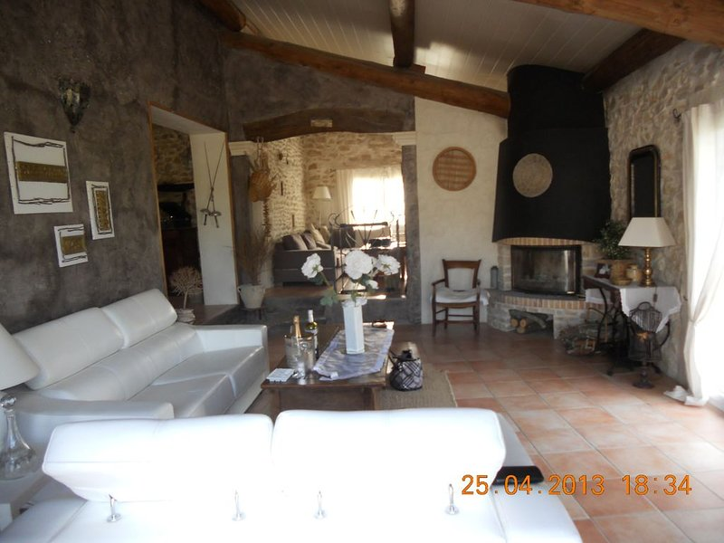 Villa joyeuse en Drôme provençale 26, vacation rental in Puygiron