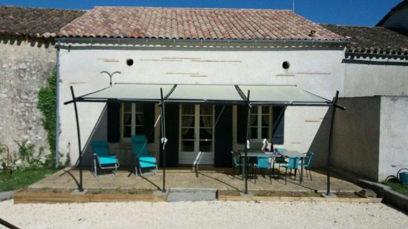 Gîte à louer dans village de charme- proximité Périgord et St Emilion -, holiday rental in Peyriere