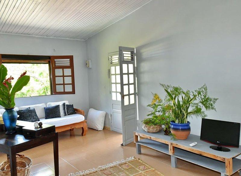 La résidence au manguiers dans les hauteurs du Carbet vu sur la mer des Caraibes, holiday rental in Le Carbet