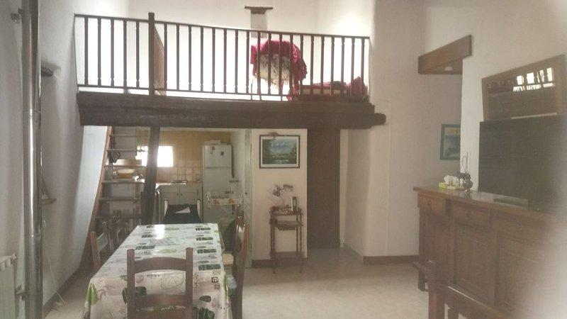 Maison de village proche de Carcassonne au coeur des corbieres, holiday rental in Villetritouls