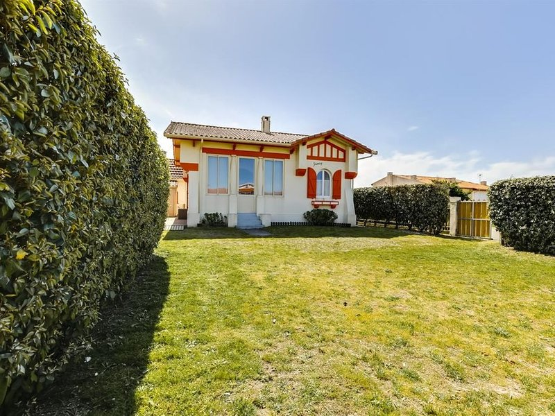 Villa landaise typique à 100 m de l'ocean à proximité des commerces (50 mètres), vacation rental in Biscarrosse