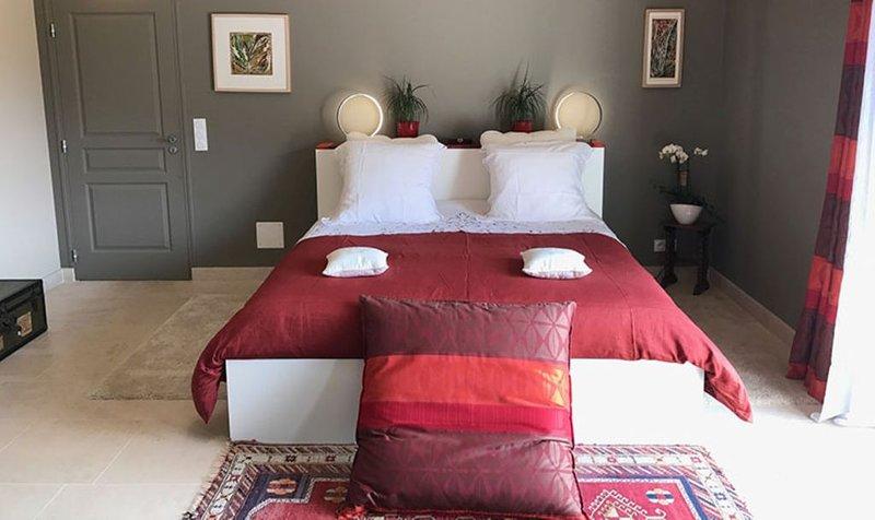 Chambre d'hotes La Grimaldienne -un séjour raffiné et cocooning pour 2 person, holiday rental in Vermenton