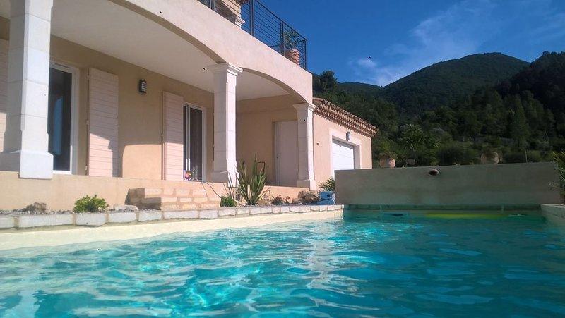 Villa de caractere climatisée,  bel environnement, jolie vue , piscine chauffée, holiday rental in Sahune