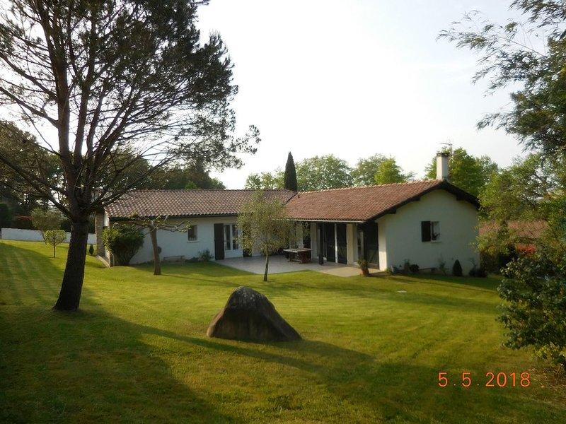 Maison familiale trés calme avec jardin, proche centre et au pied de la Rhune, alquiler vacacional en Sare
