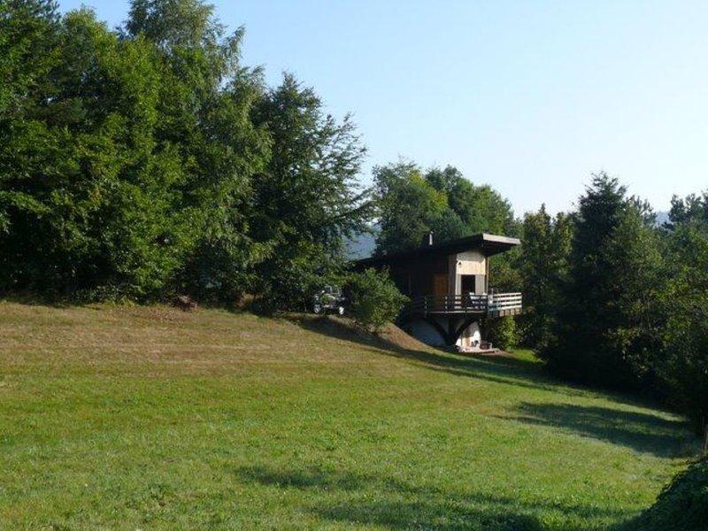 Chalet au calme idéale pour les sorties en forêts et vacances en famille, alquiler vacacional en Bruyeres